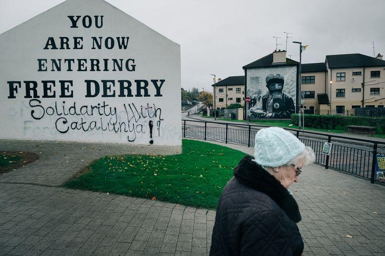 Militante boodschappen in de stad Derry, waar in 1972 Bloody Sunday plaatsvond. Bij dat drama vielen veertien doden. Beeld Wouter Van Vooren