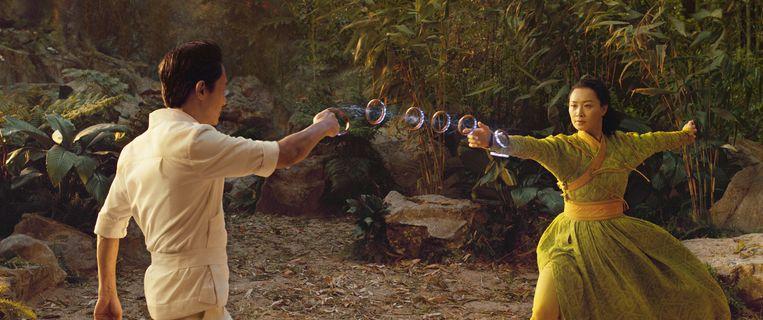 De kung fu-paringsdans tussen Wenwu (Tony Leung) en Ying Li (Fala Chen) was een van de uitschieters van de film. Beeld Marvel Studios