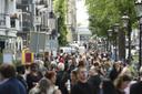 Publiek staat in de rij voor het afscheid van Peter R. de Vries in Koninklijk Theater Carrré. (Brunopress/Patrick van Emst)