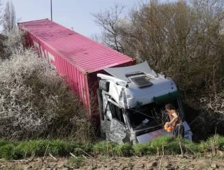 Ravage op E17 nadat vrachtwagen inrijdt op file