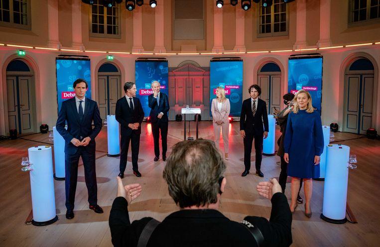 Mark Rutte (VVD), Geert Wilders (PVV), Wopke Hoekstra (CDA), Sigrid Kaag (D66), Lilian Marijnissen (SP) en Jesse Klaver (GroenLinks) voorafgaand aan het RTL Verkiezingsdebat.  Beeld ANP