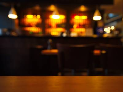 22-jarige man slaat portier in het gezicht bij café in Breda
