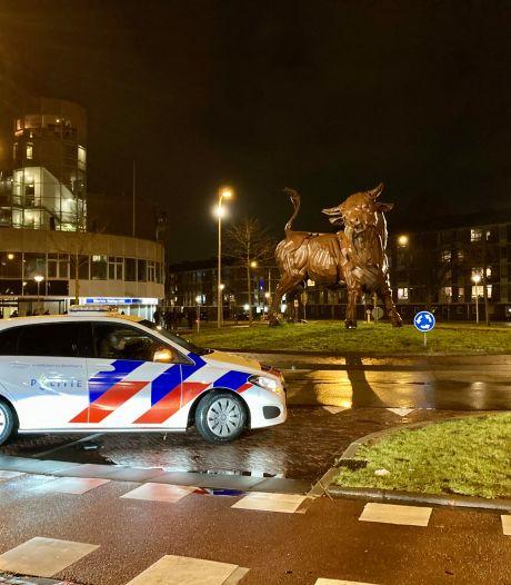 Amersfoorter (20) die steen tegen politiebus gooide tijdens rellen veroordeeld tot twee maanden celstraf