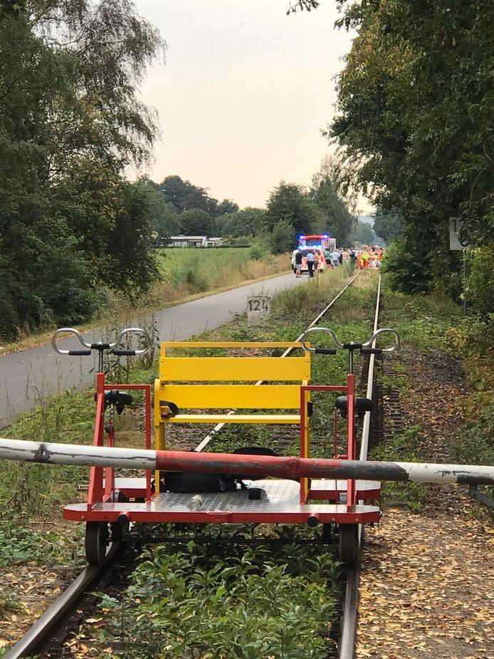 Hulpverlening na het ongeluk op de spoorlijn Nijmegen-Kleef.