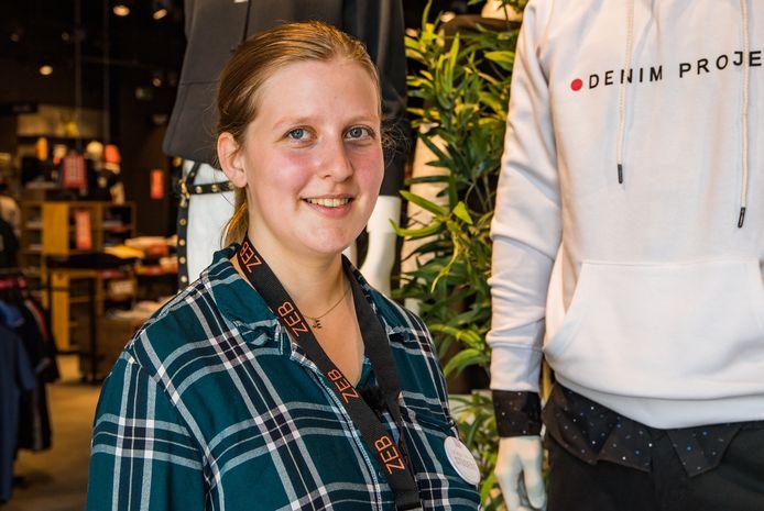 Ellen Cornelis in haar nieuwe habitat, kledingwinkel ZEB op de Boomsesteenweg in Wilrijk.