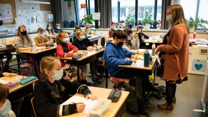 """REPORTAGE. Op bezoek in de school waar ook kinderen mondmaskers dragen: """"Liever een mondmasker in de klas dan thuis in quarantaine"""""""
