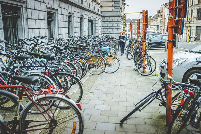Zoeken naar een plaatsje in de fietsenstalling: het wordt een stuk moeilijker nu de studenten terug in de stad zijn.