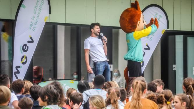 Ketnet-held Sieg De Doncker zingt en danst in Blankenbergse basisschool
