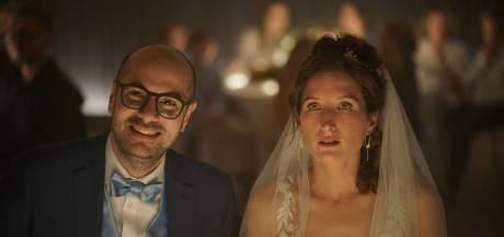 Chargé de faire un discours au mariage de sa soeur, il panique et pète complètement les plombs