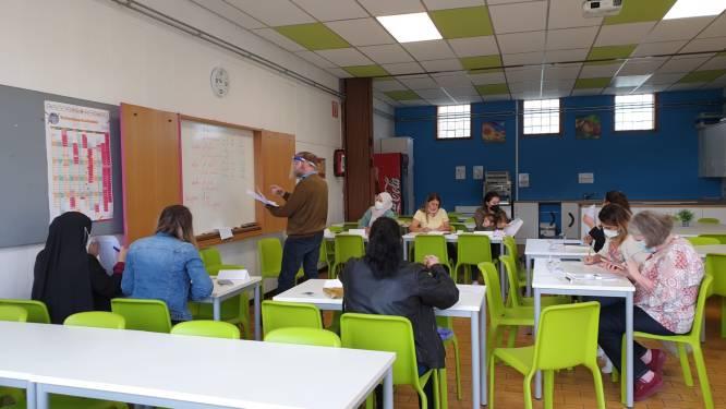 De Schooltas biedt ouders oefenkansen Nederlands