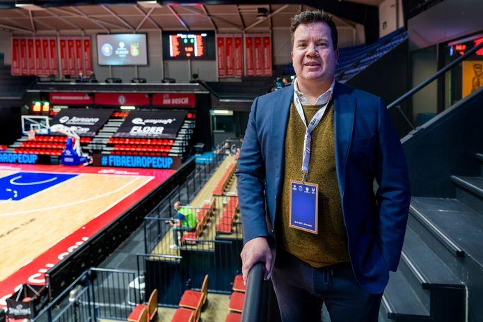 Heroes-eigenaar Bob van Oosterhout in de lege Maaspoort, waar deze week Europees topbasketbal plaatsvindt.