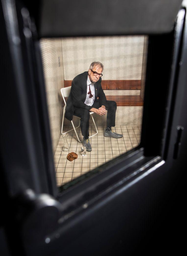Ben Sombogaart op de klapstoel. Met dank aan Bijlmerbajesevents.nl. Beeld Harmen De Jong