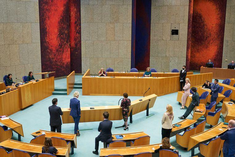 Fractievoorzitters aan de interruptiemicrofoon tijdens het debat over de mislukte formatieverkenning.  Beeld ANP