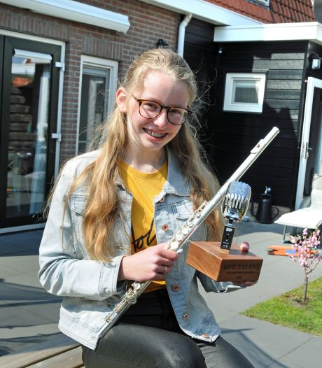 Julia maakt indruk met haar dwarsfluit; talentenwedstrijd prooi voor Nieuwerkerkse tiener