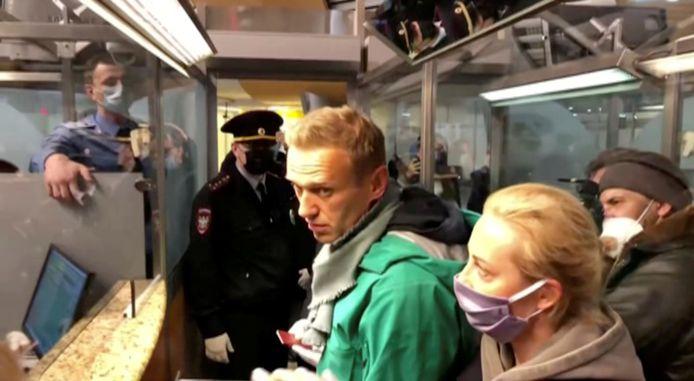 Alexeï Navalny a été arrêté dimanche dans un aéroport de Moscou à son retour après cinq mois de convalescence en Allemagne.