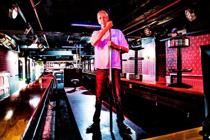 Eigenaar Frank Wouters in de lege nachtclub De Nacht.