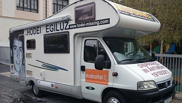 De camper waarmee drie vrijwilligers een maand lang door België, Nederland, Duitsland en Frankrijk trekken, hopend op een spoor van de vermiste Hodei. Beeld Facebook