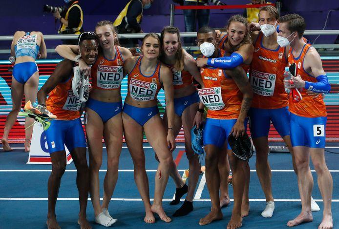 Het succes op de estafette werd gezamenlijk gevierd op de atletiekbaan in Torun.