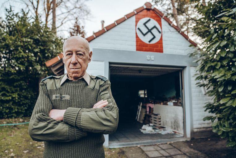 Georges Boeckstans voor zijn huis in Keerbergen. Beeld Thomas Sweertvaegher