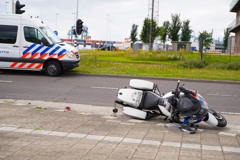 Motoragent in Rotterdam omgekomen bij ongeval met een vrachtwagen.