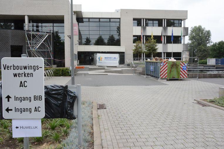 Het administratief centrum zal een jaar een grote bouwwerf zijn waardoor onder meer bruidsparen en jubilarissen moeten uitwijken.