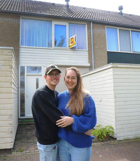 Floortje (24) en Pepijn (20) kochten hun eerste eigen huis, maar zonder 'gunfactor' was het niet gelukt