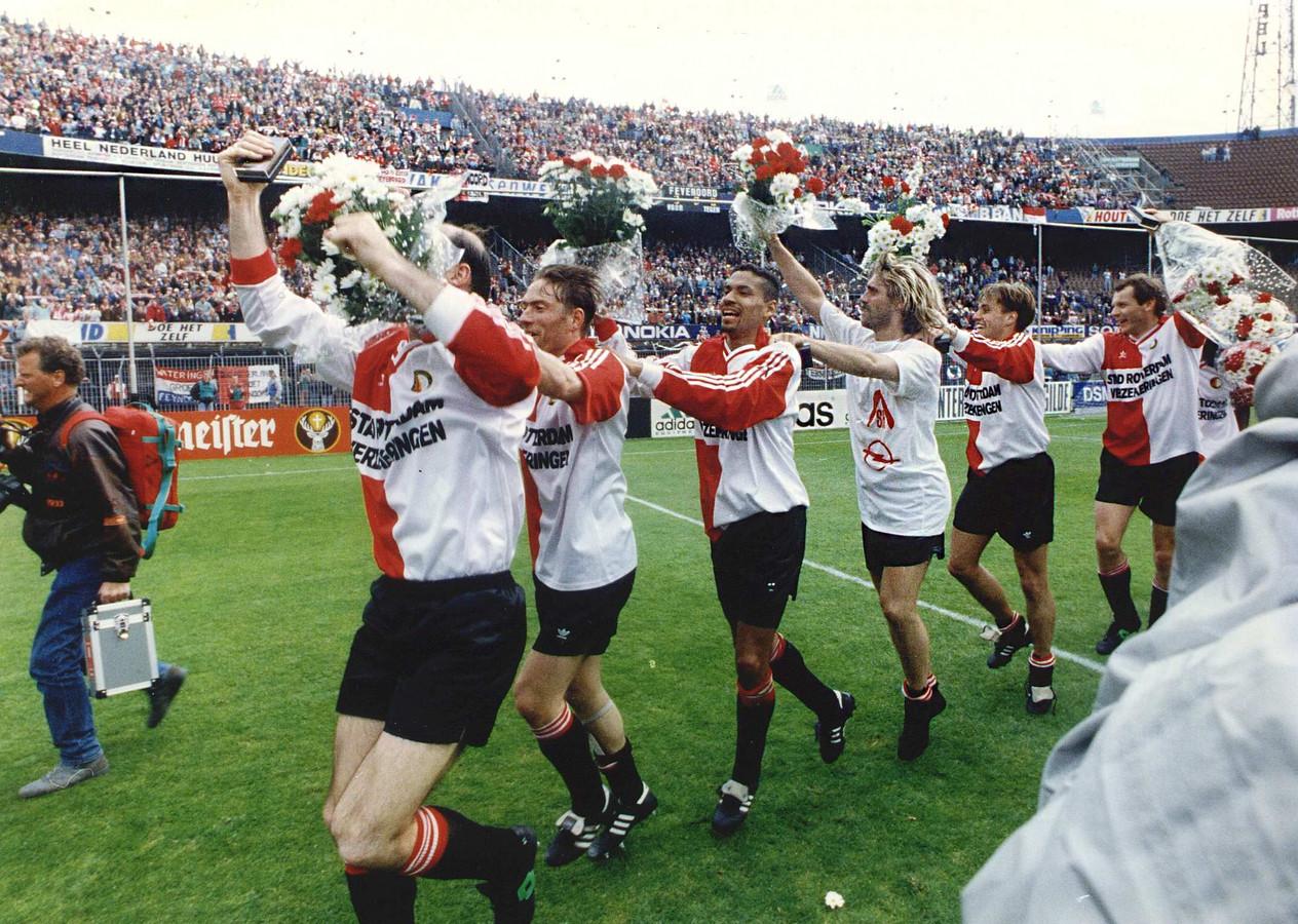 Henk Fraser en John de Wolf na het winnen van de KNVB-beker met Feyenoord in 1992 na een 3-0 zege op Roda JC.