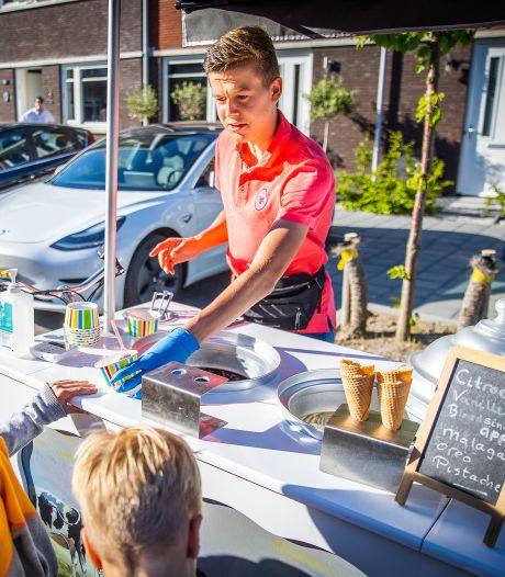 Als Daniel (15) met de bel van zijn ijsbakfiets rinkelt, loopt de hele straat uit: 'Maar eerst huiswerk'