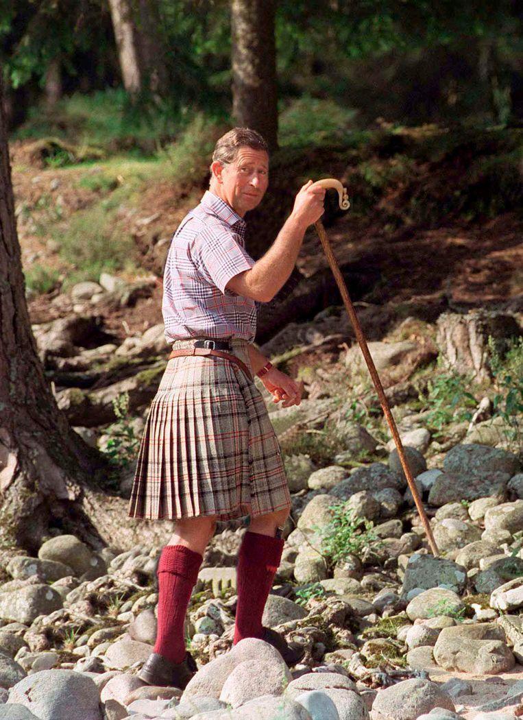 Op het Schotse Balmoral in kilt, 1997.   Beeld Getty Images