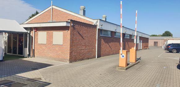 Een fuif in zaal Forum in Berlaar is zaterdagavond geëindigd met een gewapende overval.