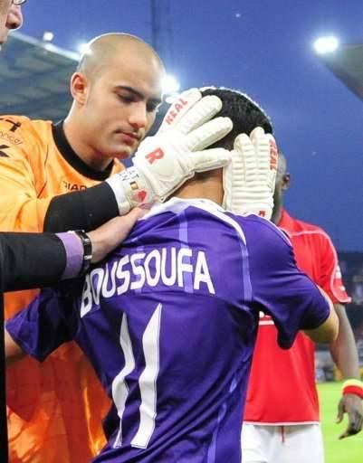 Boussoufa était inconscient pendant un moment à la suite d'un contact avec Bolat.