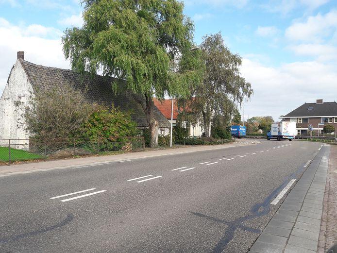 De noordelijke haakse bocht van de Karstraat in Huissen. Met een beetje geluk kan eind 2021 deze bocht flauwer zijn gemaakt