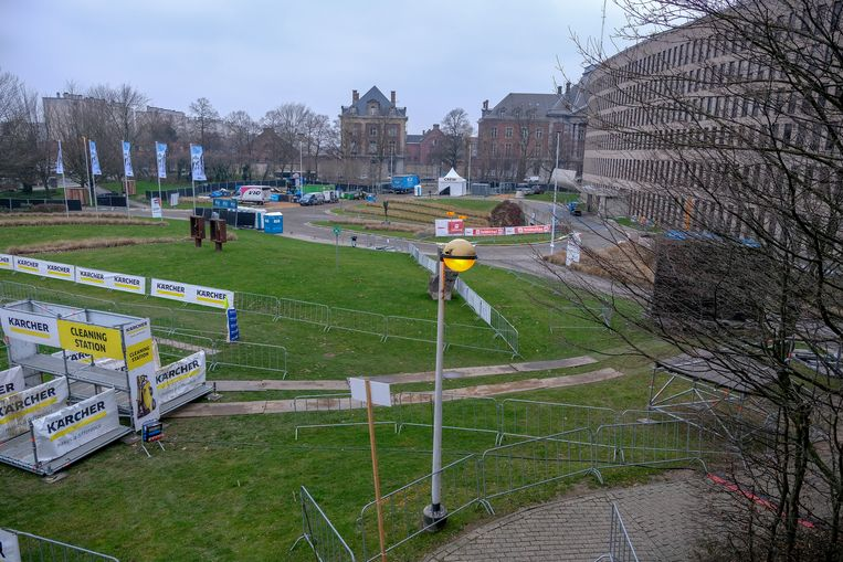 Voorbereiding cyclocross op VUB: Groot deel van de campus is omgevormd tot fietsparcours.