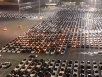 Zo ziet het eruit als honderden Tesla's tegelijk een update krijgen via internet