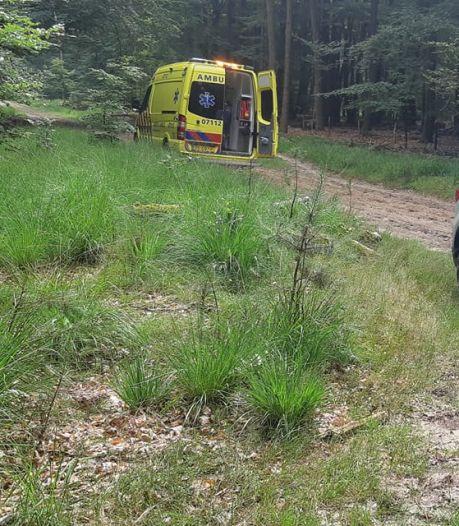 Fietser gewond door botsing met boom