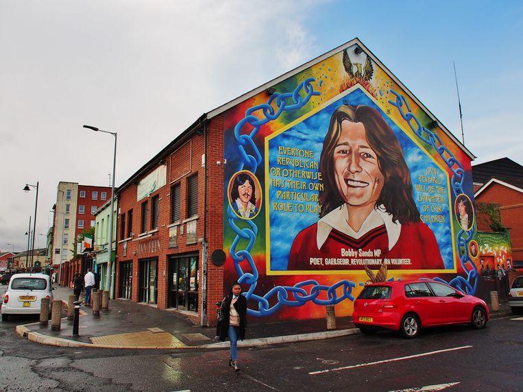 Bobby Sands, een bekende republikeinse martelaar, op de zijmuur van het Sinn Fein-hoofdkantoor in Belfast. Beeld Imco Lanting