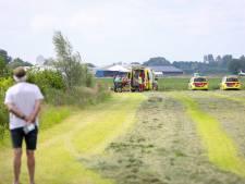 Para landt bij eerste solosprong op hek in Teuge: campinggasten verlenen eerste hulp