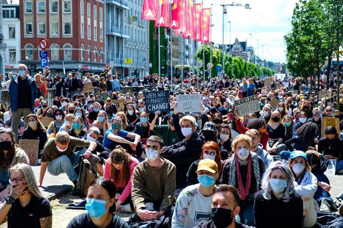 De Black Lives Matter-betoging op het Steenplein in Antwerpen.