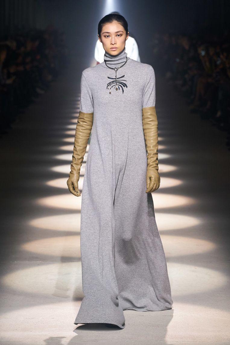 Smetvrije handschoenen bij Givenchy. Beeld Rv