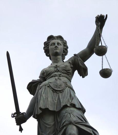 Rechtbank spreekt Goirlese leraar vrij van ontucht