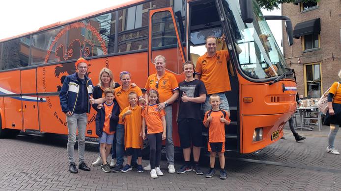 Team Oranjebus uit Steenwijk was naar Zwolle gekomen om de wedstrijd te volgen.