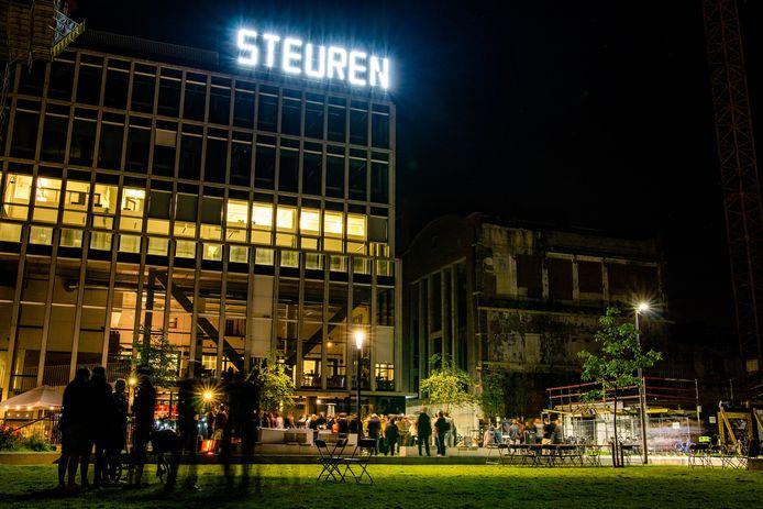 Nieuw lichtkunstwerk 365 in het Sluispark van Leuven. Foto rv