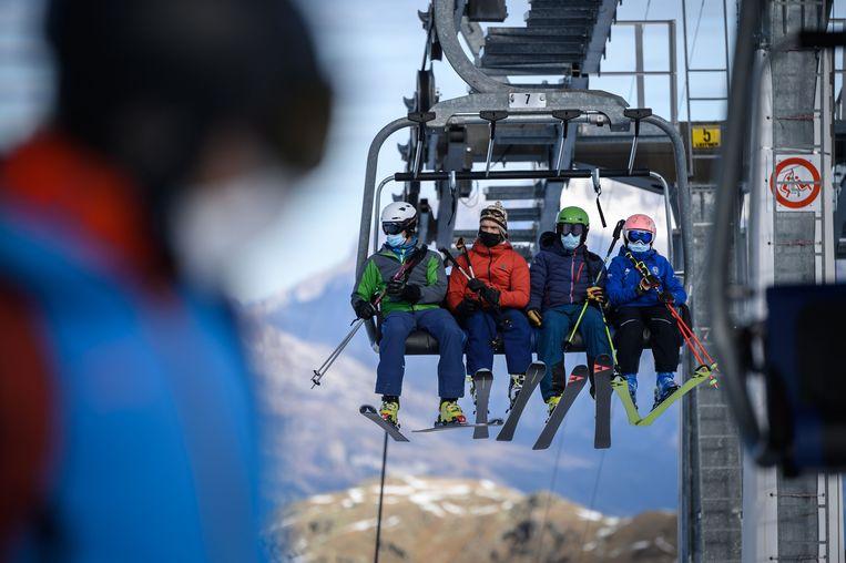 In Verbier in de Zwitserse Alpen kan je nu al skiën.  Beeld AFP