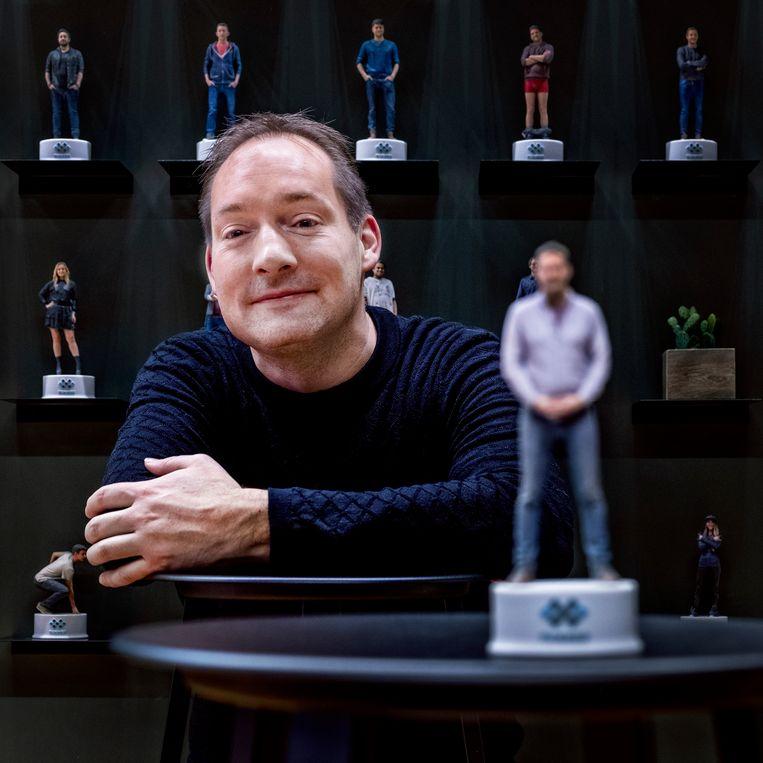 Directeur Jurjen Katsman van Nixxes voor de beeldengalerij van zijn medewerkers.  Beeld Foto Raymond Rutting / de Volkskrant
