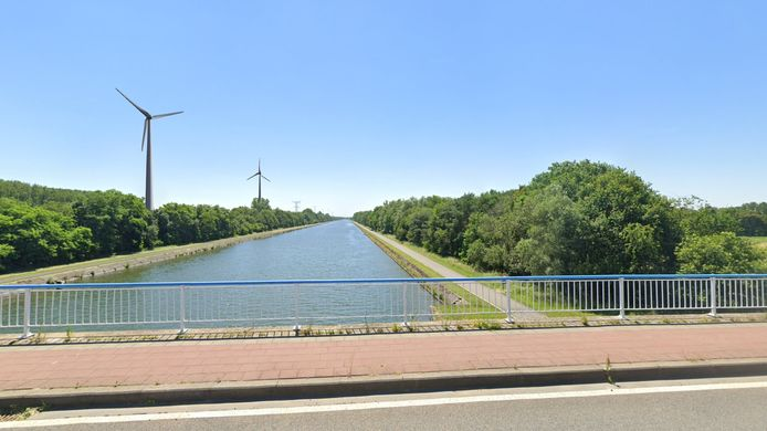 Een simulatiefoto van de twee windmolens in Olmen.