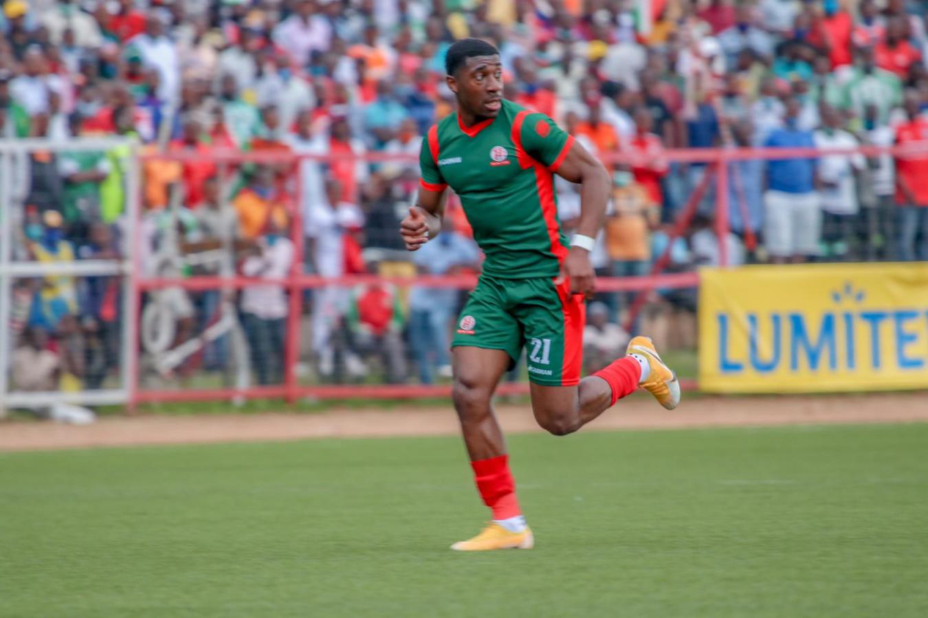 Volle bak in het stadion, waar de nationale ploeg van Burundi tegen de Centraal Afrikaanse Republiek speelde.