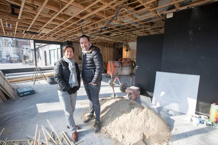 Adrian Zarzo en zijn zakelijk partner Sunny Devens in wat hun nieuwe restaurant moet worden.