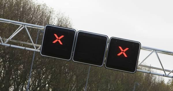 Ongeluk met auto en bestelbus op A59 Rosmalen, linkerrijstrook richting Den Bosch dicht.