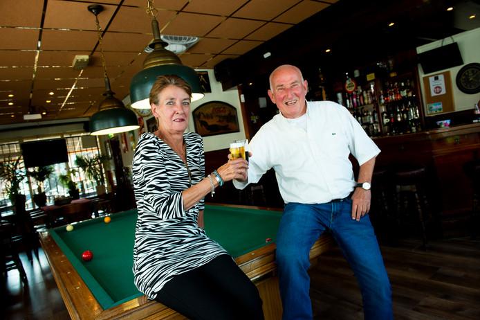 Wies en Dick Boender stoppen als eigenaar bij Cafe de Schimmel.