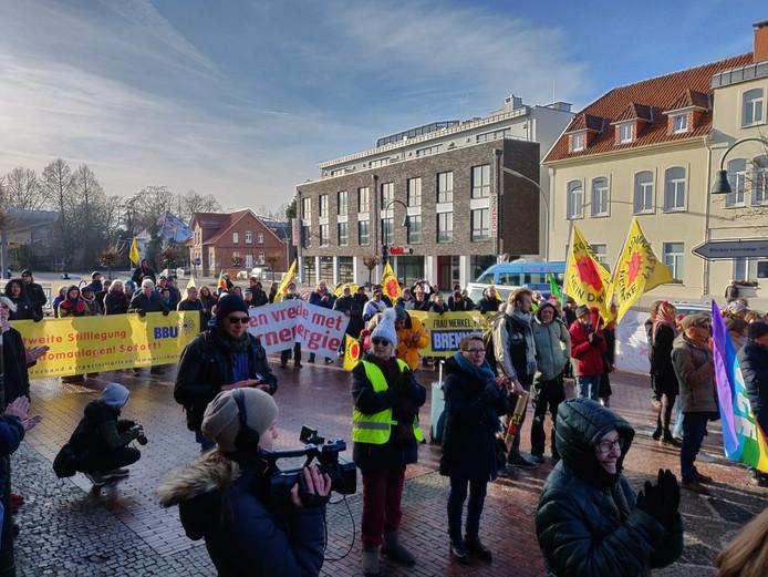 De demonstratie voor het stadhuis in Lingen.
